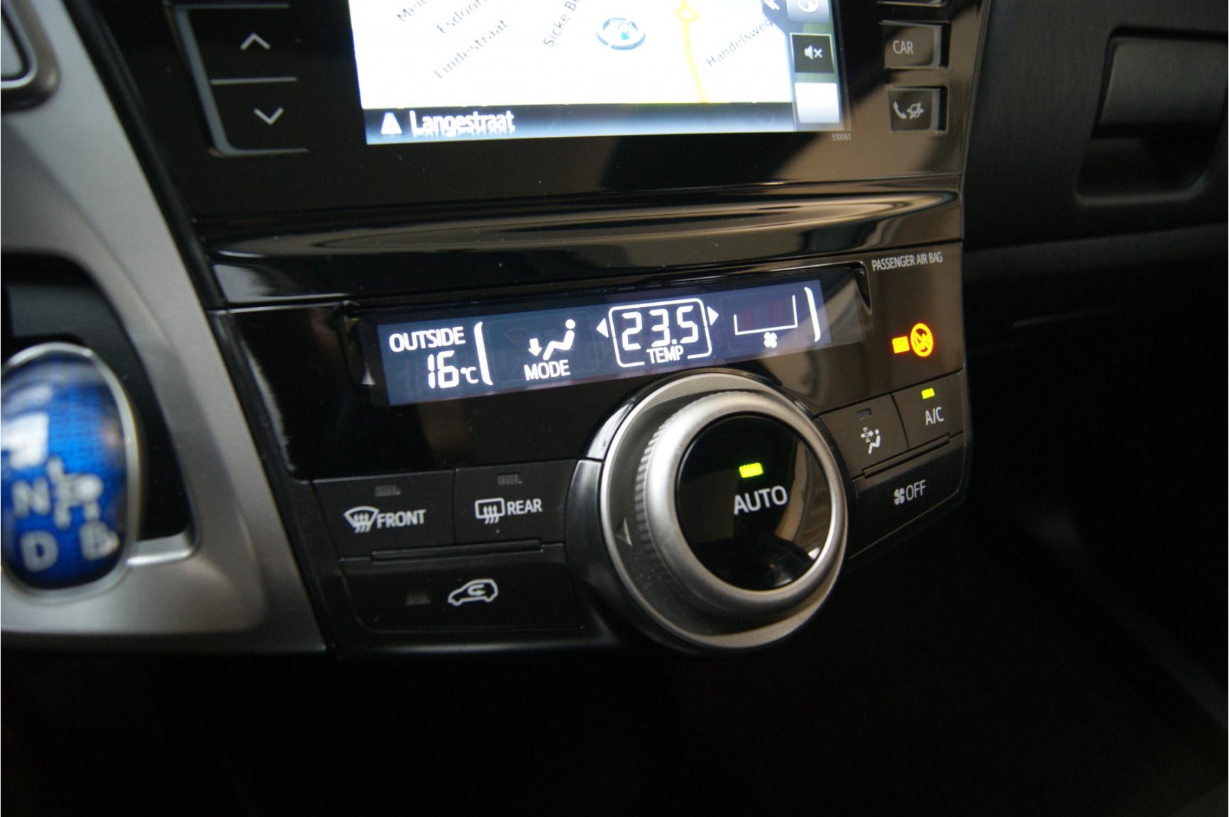 Toyota-Prius-31