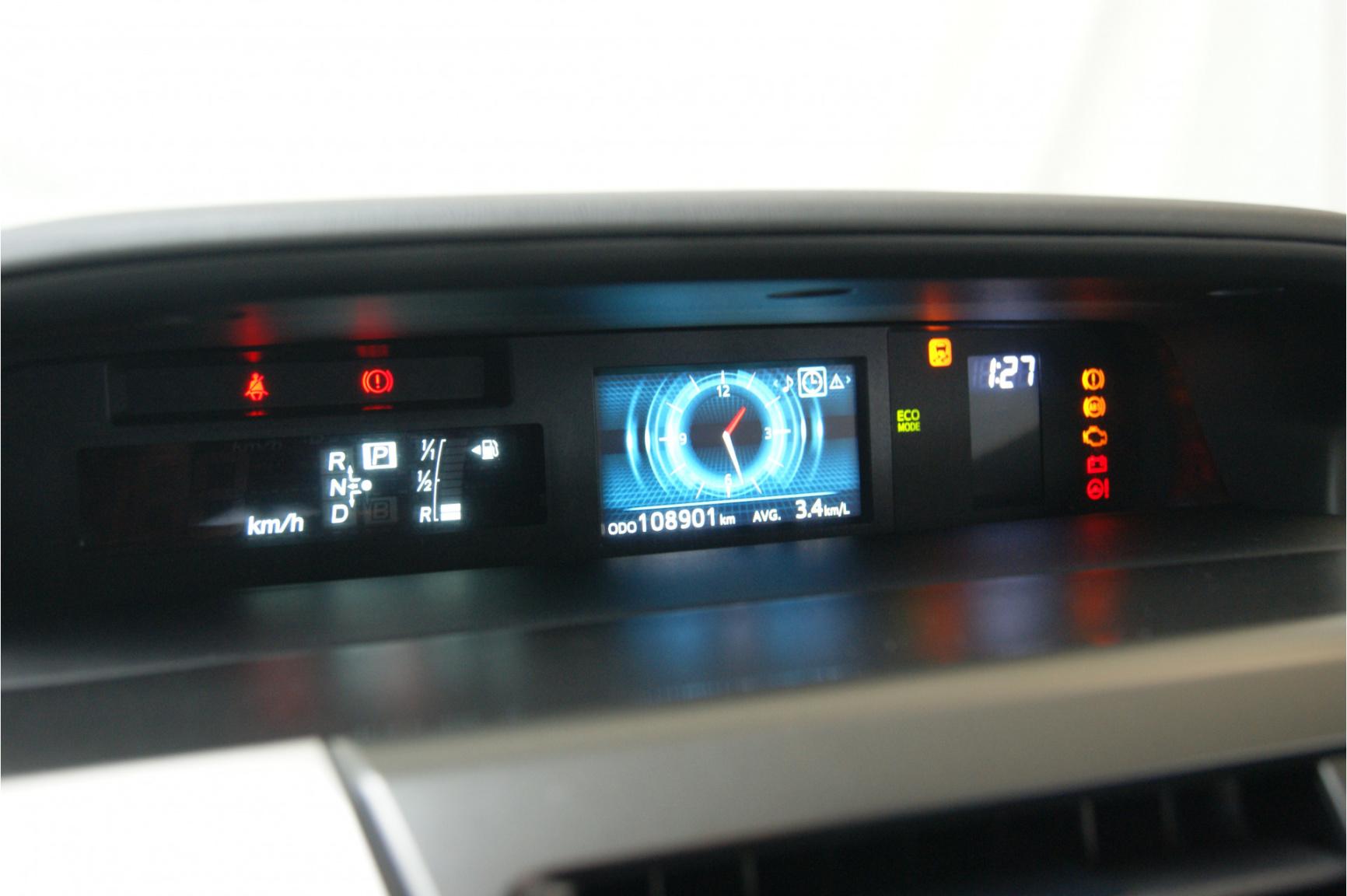 Toyota-Prius-25